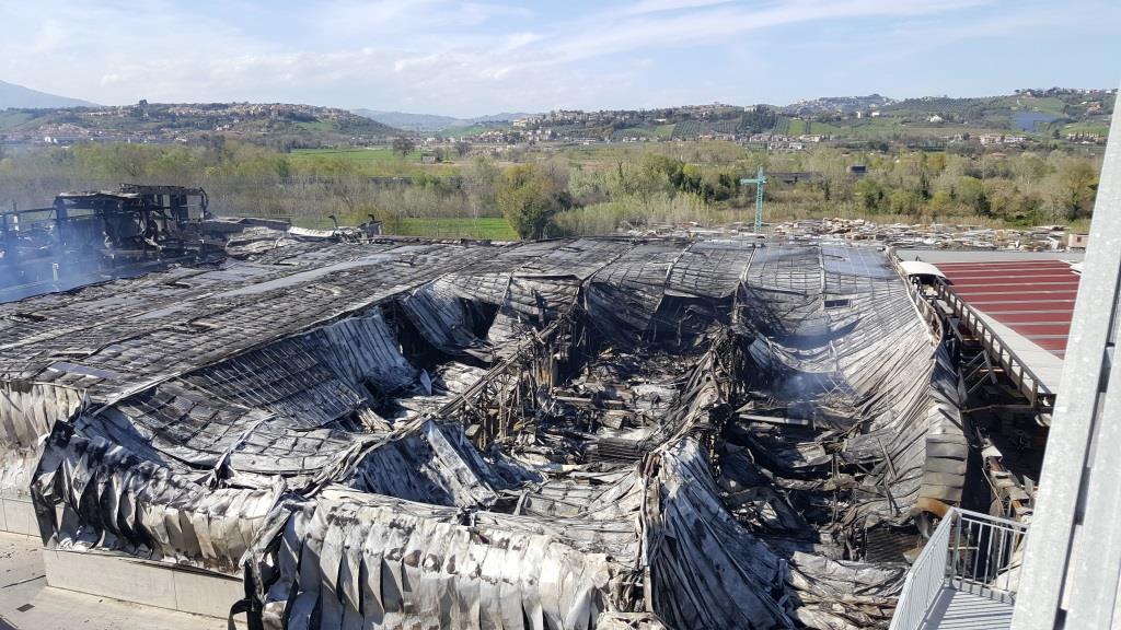 Italpannelli - danni allo stabilimento in fiamme